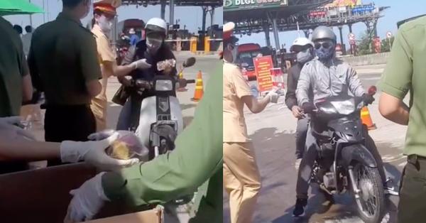 Dân mạng lan truyền hình ảnh các chiến sĩ công an tặng nước, phát khoai lang dọc đường cho người dân về quê đón Tết