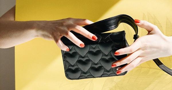 Chọn ví theo màu sắc hợp mệnh để túi tiền lúc nào cũng