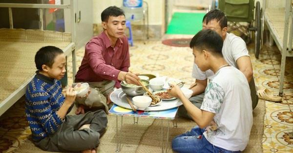 Gia đình đặc biệt trong ký túc xá trường Đại học Bách khoa Hà Nội