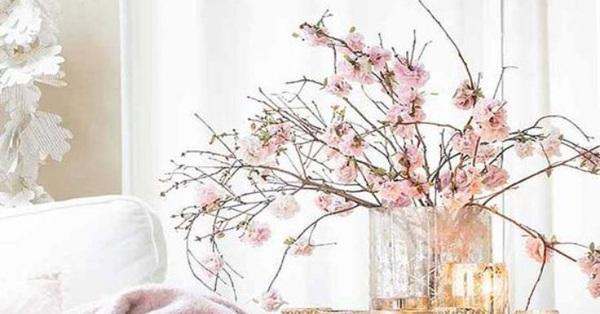 Bàn ăn duyên dáng với sắc màu mùa xuân nhờ khéo decor với hoa tươi