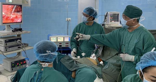 Phát hiện ung thư cổ tử cung khi mang thai tháng thứ 5, nữ công nhân chấp nhận khối u xâm lấn để con chào đời