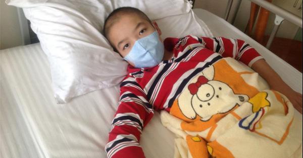 Bé trai 5 tuổi ho mãi không đỡ, đi khám khắp nơi cuối cùng bác sĩ cũng tìm ra lý do là bé bị ngộ độc thứ nhà nào cũng có