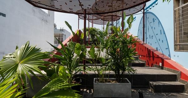 Nhà phố với khu vườn trên mái đẹp như trong phim của con gái dành tặng mẹ ở Sài Gòn