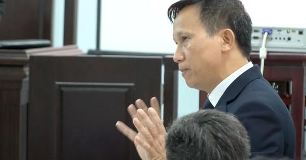 """Căng thẳng tranh luận tại phiên tòa vụ bác sĩ bị tố hiếp dâm nữ điều dưỡng ở Huế: Luật sư """"tố"""" VKS phê chuẩn bắt tạm giam trái pháp luật"""