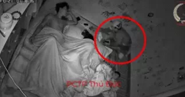 Giật mình tỉnh giữa đêm phát hiện mất sạch đồ, cả gia đình check camera thì phát hiện sự việc