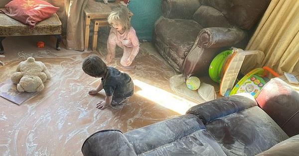 Vừa dọn nhà sạch như lau như li, mẹ quay đi vài phút đã