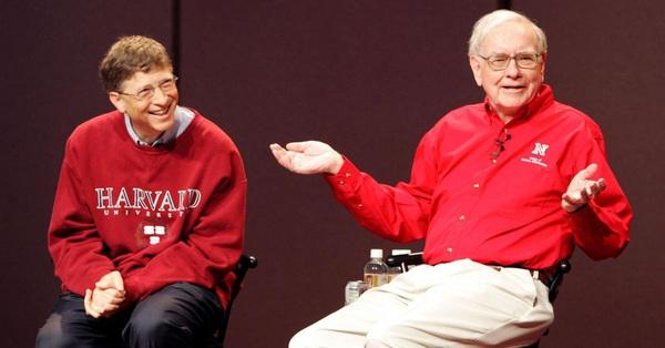Bốn chữ ngắn gọn tỷ phú Bill Gates và Warren Buffett khuyên học sinh, sinh viên: Không chỉ bổ ích khi đang ngồi trên ghế nhà trường mà còn quyết định thành công trong suốt cuộc đời