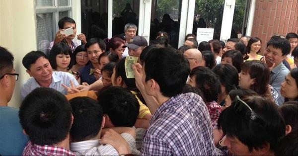 Tuyển sinh lớp 6 trường ''hot'' ở Hà Nội: Học sinh, phụ huynh phát sốt