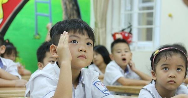 Phụ huynh toát mồ hôi hột trước thông tin tiếng Hàn, Đức thành môn Ngoại ngữ 1: Liệu có quá sức đối với trẻ tiểu học?
