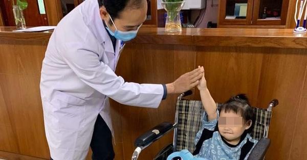 Bé gái rơi từ tầng 12 chung cư ở Hà Nội được ra viện: