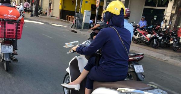 """""""Lịch sự"""" quá nhiều lúc cũng khổ điển hình như phong cách ngồi khép nép đến lạ của nữ """"ninja đường phố"""""""