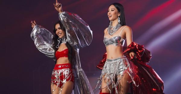 HH Tiểu Vy, Minh Tú được khen đẳng cấp như thiên thần nội y khi catwalk trên sân khấu Rap Việt