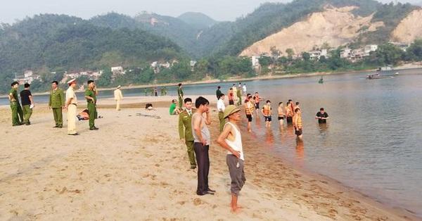 Phú Thọ: Đang tìm kiếm 2 học sinh lớp 7 mất tích khi tắm sông Đà