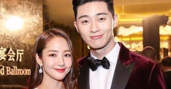Nghi vấn Park Seo Joon cầu hôn Park Min Young trong chuyến đi chơi riêng?