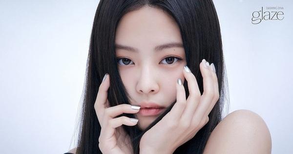 Jennie vừa khoe mẫu nail mới đã