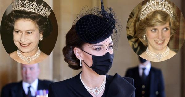 Ý nghĩa đầy tinh tế của chiếc vòng cổ ngọc trai Công nương Kate đeo trong tang lễ của Hoàng tế Philip