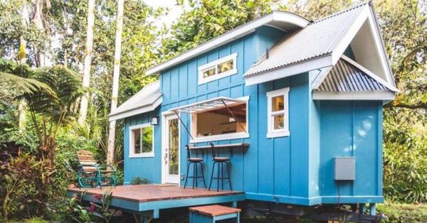 Căn nhà màu xanh siêu nhỏ ẩn chứa cả thế giới bên trong