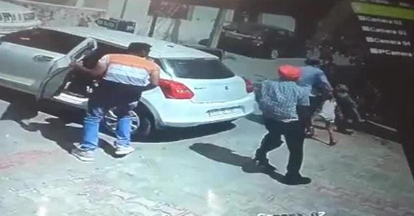Đám người táo tợn bắt cóc 2 đứa trẻ ngay trên đường nhưng danh tính của những kẻ xấu và nạn nhân lại khiến người ta ngỡ ngàng hơn