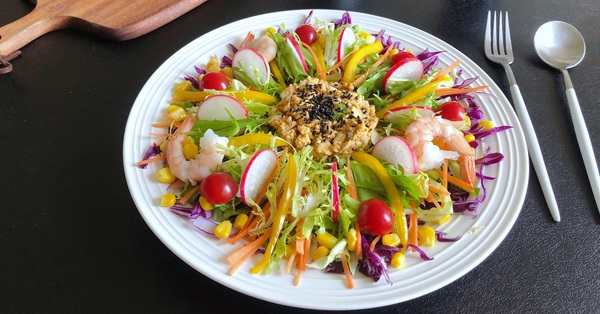 Mấy ngày nghỉ chị em đừng quên mỗi ngày ăn món salad này để giữ da căng dáng chuẩn nhé!