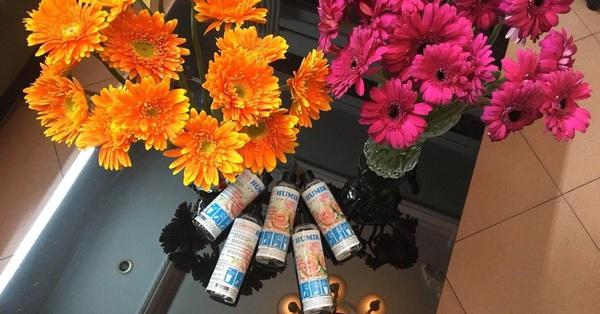 Cô gái mua chai nước cắm hoa ion 250ml pha được hơn 25 lít nước mà xịt chăm hoa cả tháng, vừa tươi lại bền