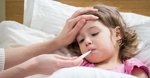 Bệnh viêm màng não mủ đặc biệt nguy hiểm khi thời tiết giao mùa: Triệu chứng, những đối tượng dễ mắc và việc cần làm để phòng bệnh