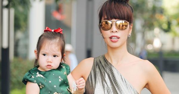 Kể vài ba câu chuyện hàng ngày với con gái, siêu mẫu Hà Anh được cộng đồng mạng ngợi khen vì dạy con quá đỉnh