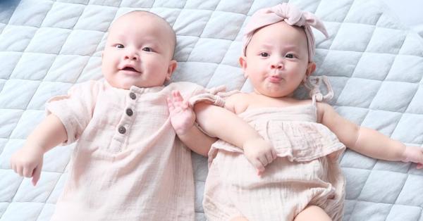 Anh em Leon và Lisa diện đồ đôi nằm cạnh nhau trông cưng quá xá, xem kỹ người hâm mộ tấm tắc khen Hồ Ngọc Hà ở điểm này