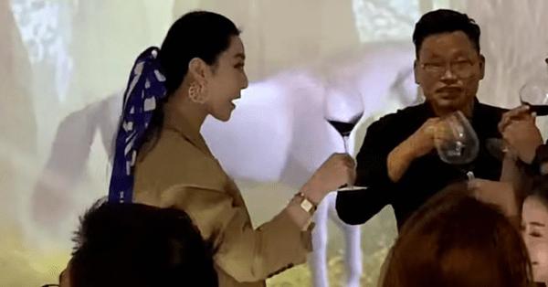 Xôn xao hình ảnh Phạm Băng Băng đi giao lưu uống rượu cùng đại gia?