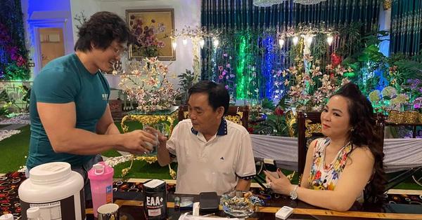 Xuất hiện hình ảnh bên trong dinh thự gia đình bà Phương Hằng và ông Dũng