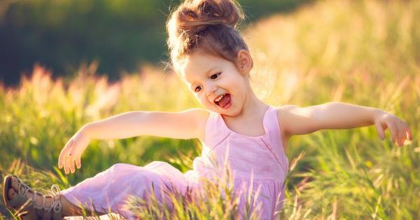 """""""Giáo dục ngụy hạnh phúc"""" của cha mẹ đang từng bước hủy hoại tiền đồ của con cái như thế nào?"""