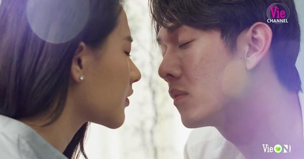 Cây táo nở hoa: Fan lo Dư chết khi lộ cảnh Trúc thắp hương, vừa hôn nhau ngọt vậy mà sao số phận nỡ trêu ngươi?