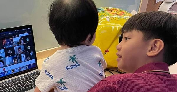 Con gái của Cường Đô La mới ngủ dậy đã đòi gặp anh trai, nhìn phản ứng của Subeo là biết cưng chiều em cỡ nào