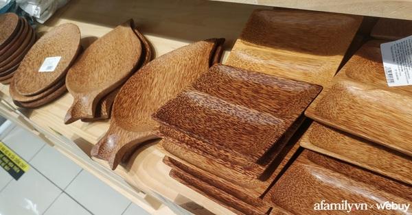 Vào siêu thị Hàn tia được loạt đồ bếp cực hay ho làm từ… lá cọ, gỗ dừa, giá tưởng đắt mà lại hóa rẻ!