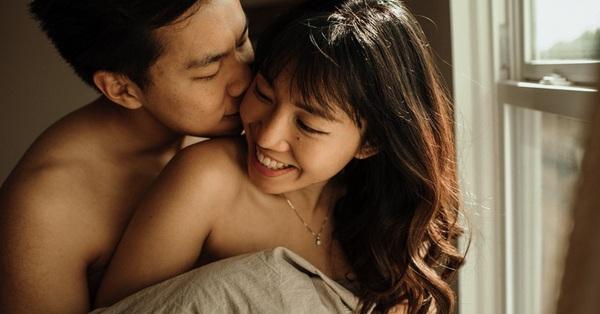 """Tuyệt đỉnh thăng hoa của cặp đôi thử """"yêu"""" trong phòng bếp và màn dẫn dụ ông xã ngây dại đến từ cô vợ """"lắm chiêu"""""""