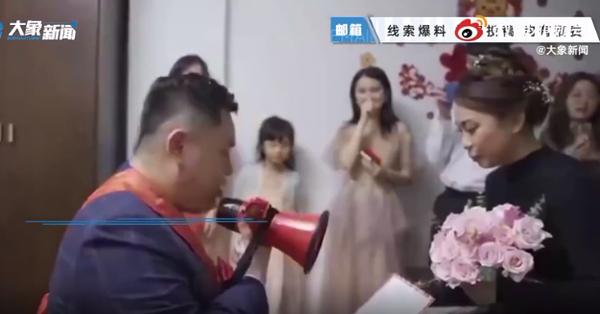Vào phòng đón dâu, chú rể mặt mày hầm hầm xé luôn bản lời thề hôn nhân trước mặt quan khách và cú