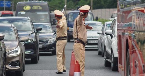 """CSGT sẵn sàng """"mở đường"""" cho người dân về Hà Nội, TP.HCM làm việc sau nghỉ lễ"""