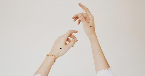 Theo Nhân tướng học, nốt ruồi trên mu bàn tay  tượng trưng cho điều gì?