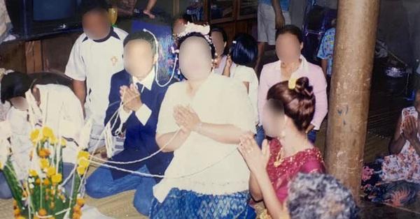 Tâm nguyện cuối của mẹ đơn thân là được ly hôn, con gái choáng váng khi xem bức ảnh cưới ố vàng, vén màn câu chuyện nhiều uẩn khúc