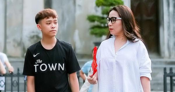 Dân mạng chỉ ra điểm bất hợp lý khi Phi Nhung nói lý do giữ tiền thưởng Vietnam Idol Kids và cát xê của Hồ Văn Cường suốt 5 năm