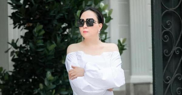Nhìn ảnh đời thường của Phượng Chanel mà ngỡ ngàng vì đôi chân vừa thon vừa trắng
