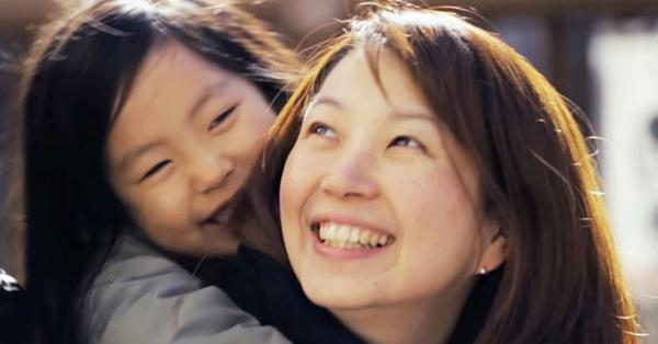 Nhìn vào 4 đặc điểm này của mẹ có thể dự đoán con họ sẽ là người ưu tú, có từ 2 trở lên sau này sống vui cả đời