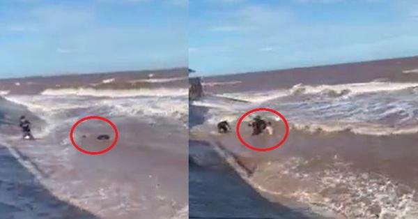 Đứng tim chứng kiến khoảnh khắc nam thanh niên bị sóng dữ cuốn đi, chơi vơi giữa lằn ranh sống chết bên bờ biển Nam Định