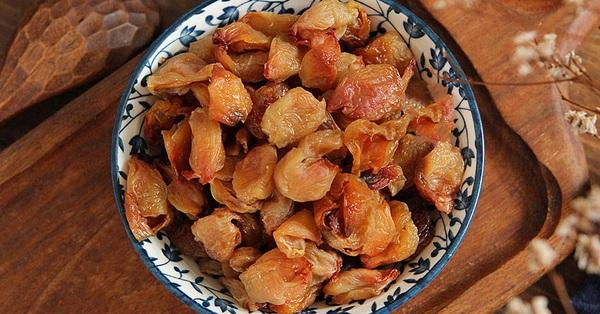 Mua quá nhiều vải ăn không kịp thì lấy ra làm ngay món này để dành vài tháng ăn vặt hay nấu chè vẫn cực ngon