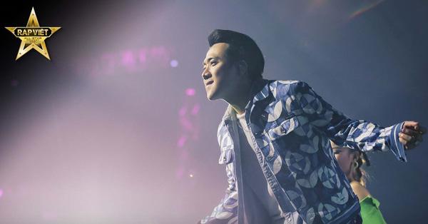 Những khoảnh khắc đầy cảm xúc của Trấn Thành khi hát cùng Rhymastic trên sân khấu Live Concert Rap Việt All-Star
