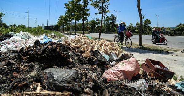 Đại lộ nghìn tỷ vẫn nhếch nhác đến khó tin sau 1 năm đưa vào hoạt động, vỉa hè thành nơi tập kết rác