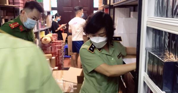 NÓNG: Đang đột kích tổng kho ở Hà Nội, thu giữ hàng nghìn chai nước hoa Gucci, Dolce & Gabbana, Good Girl... không rõ nguồn gốc