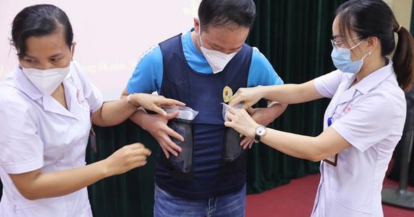 Phát minh vừa rẻ vừa tiện giúp các y bác sĩ ở Bắc Giang chống cái nóng cháy da thịt
