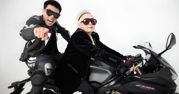 Wowy chụp ảnh cùng bà ngoại, phong cách siêu ngầu của cụ bà khiến các fan