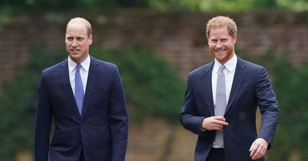 Nóng: Gạt bỏ bất hòa, Hoàng tử William cùng em trai Harry vai kề vai trong lễ khánh thành tượng Công nương Diana