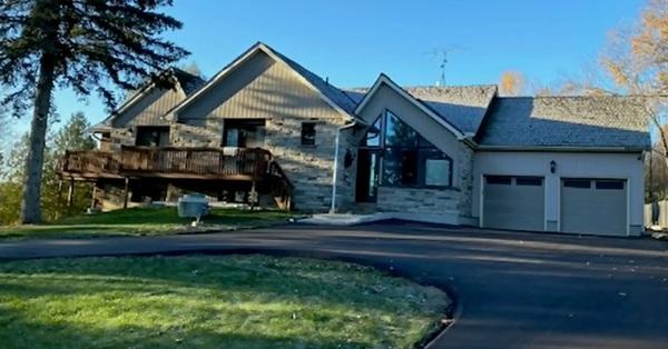 Cơn ác mộng của cả gia đình 6 người khi mua nhà mới nhưng phải sửa chữa đến mức phá sản